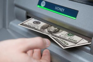 Geld abheben kann im Ausland teuer werden