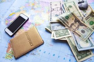 Mit den Spartipps auf Reisen lässt sich während eines Auslandaufenthaltes eine nicht unerhebliche Summe Geld sparen