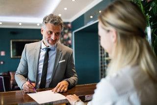 Das Geld wechseln in Hotels ist aufgrund der Umrechnungskurse oftmals teurer als bei Wechselstuben