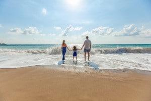 Auch beim Familienurlaub lassen sich unnötige Ausgaben sparen