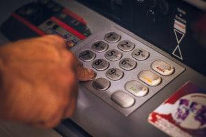 Gebühren sparen bei der Bargeldversorgung im Ausland