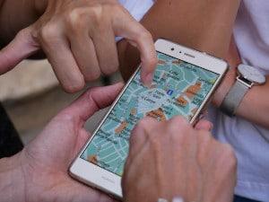 Ideal zur Navigation unterwegs sind Apps wie Google Maps