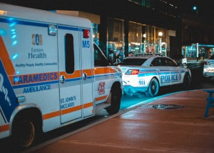 Nach einem Überfall im Ausland muss sofort Hilfe geholt werden