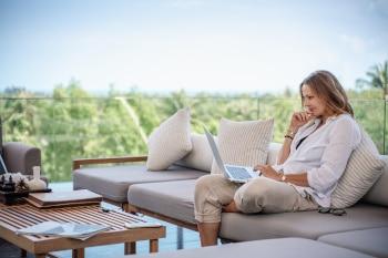 Das Internet bietet viele Arbeitsbereiche, in denen man als Digitaler Nomade von unterwegs aus Arbeiten kann