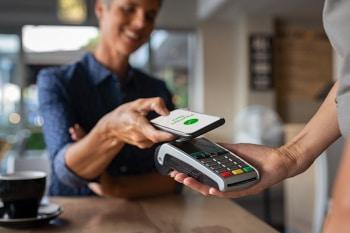 Während der Pandemie haben sich die Bezahlformen deutlich in Richtung digitales Bezahlen verlagert