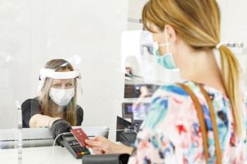 Das Thema Hygiene rückt beim Bezahlen in der Pandemie immer mehr in den Fokus