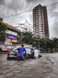 Durch den Einfluss von höherer Gewalt, wozu z.B. Naturkatastrophen zählen, lassen sich Reisen in der Regel stornieren, ohne dass dabei die Kosten zu tragen sind